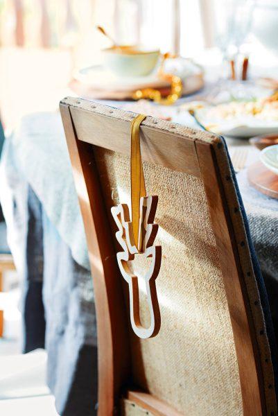00445002 e102156e 1335x2000 401x600 - Tips para decorar la mesa en Navidad