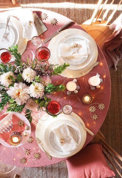 00470960 6094d864 1376x2000 413x600 - Tips para decorar la mesa en Navidad