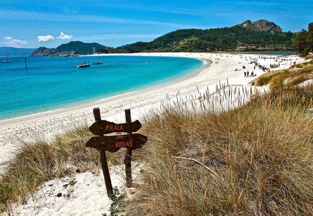 03 praia de rodas illas cies vigo web 8c176c05 1024x707 - Las mejores playas de España para visitar durante el verano