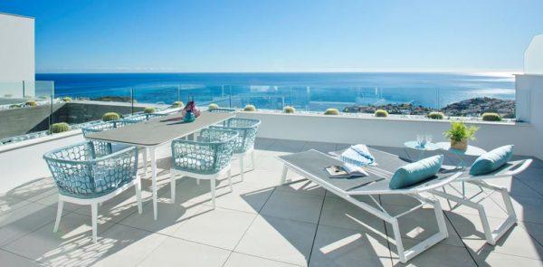 1 1 2 600x295 - Lujo y diseño fusionados a orillas del Mediterráneo en Benitachell, Alicante