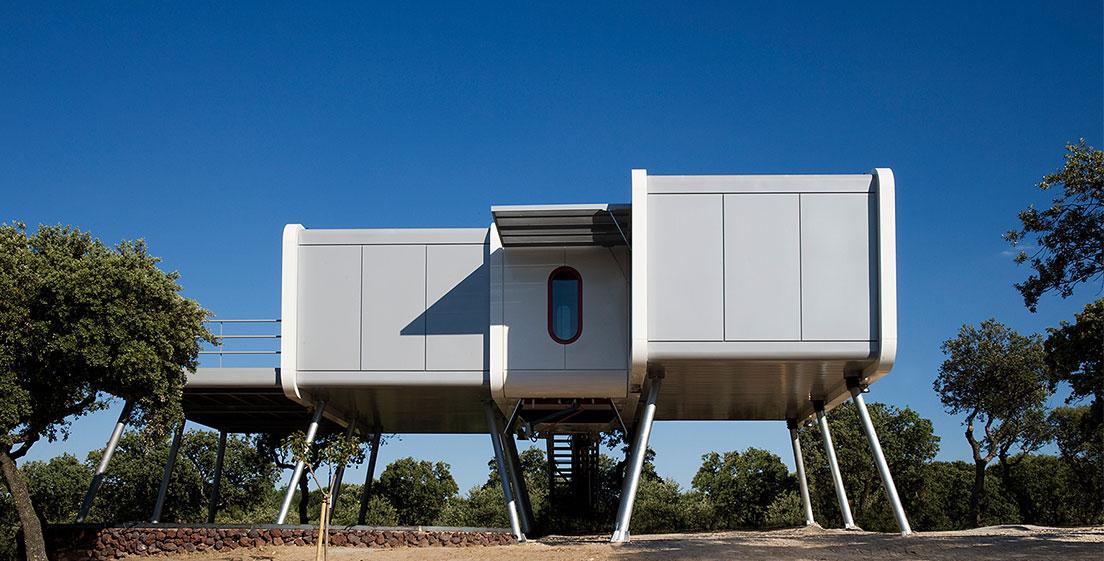 1 17 - Casa futurista o bella nave espacial para vivir en La Moraleja (Alcobendas, Madrid)