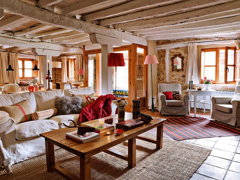 Toque c lido de primavera en una preciosa casa de campo en - Casa piedra y madera ...