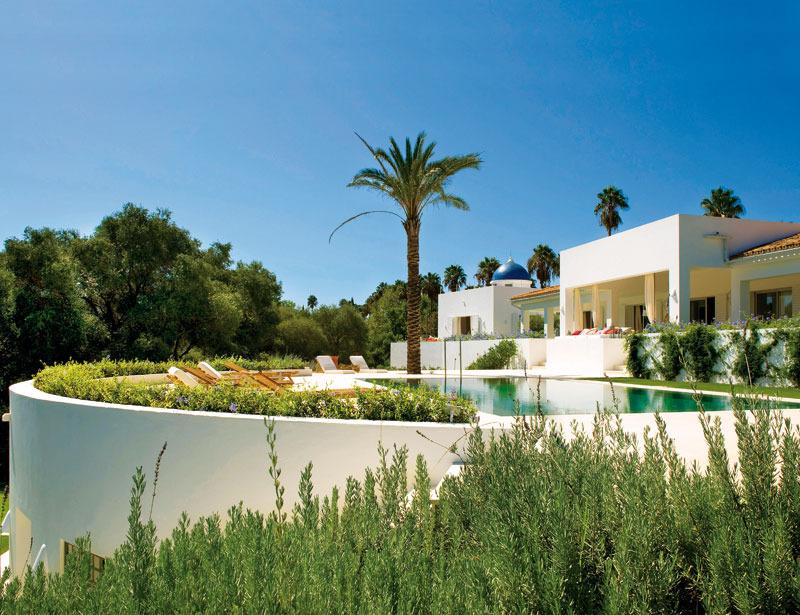 1 3 - Toque refrescante y ecléctico en una preciosa casa en Sotogrande (Costa de la Luz, Cádiz)