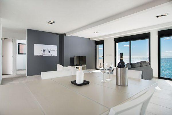 10 10 1 600x401 - Imagina vivir en esta casa con acceso directo a una cala paradisíaca de la Costa Blanca
