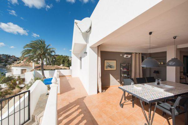 10 15 1 600x401 - Imagina vivir en esta casa con acceso directo a una cala paradisíaca de la Costa Blanca
