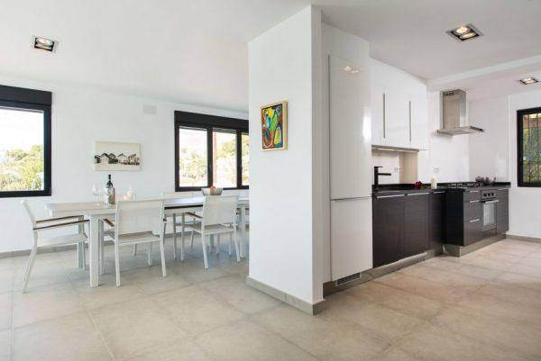 10 19 1 600x401 - Imagina vivir en esta casa con acceso directo a una cala paradisíaca de la Costa Blanca