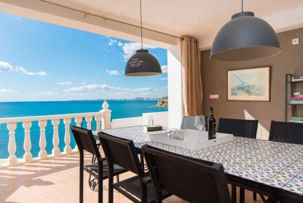 10 2 2 600x401 - Imagina vivir en esta casa con acceso directo a una cala paradisíaca de la Costa Blanca