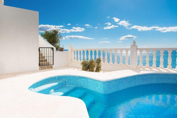 10 3 1 600x401 - Imagina vivir en esta casa con acceso directo a una cala paradisíaca de la Costa Blanca