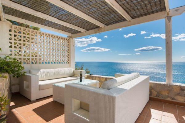 10 6 1 600x401 - Imagina vivir en esta casa con acceso directo a una cala paradisíaca de la Costa Blanca