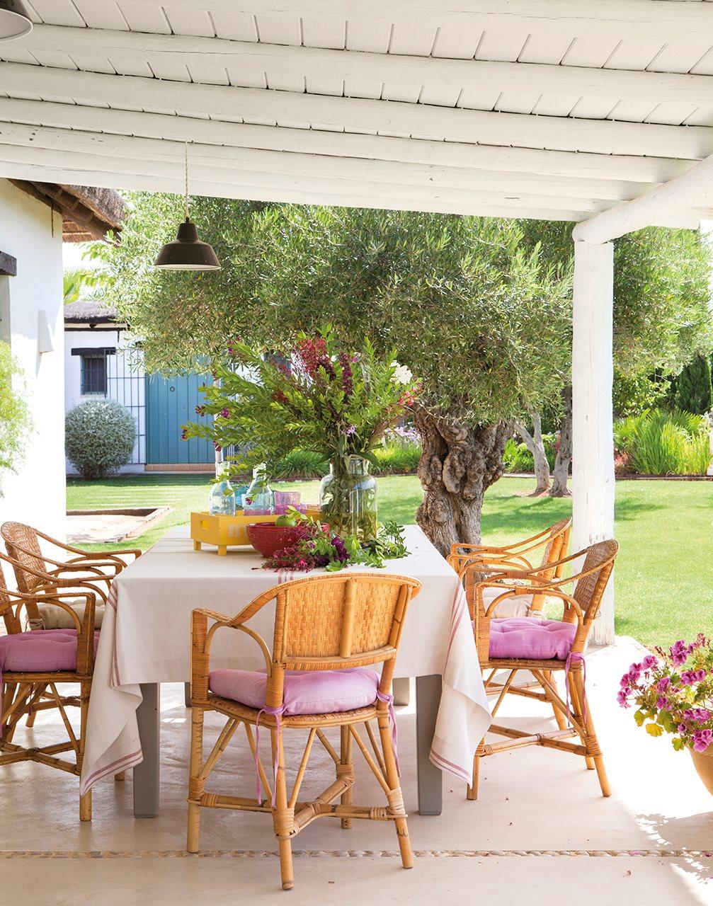 10 6 - Toque de encanto y color en Carmona (Sevilla): una casa entre olivos para alargar el verano