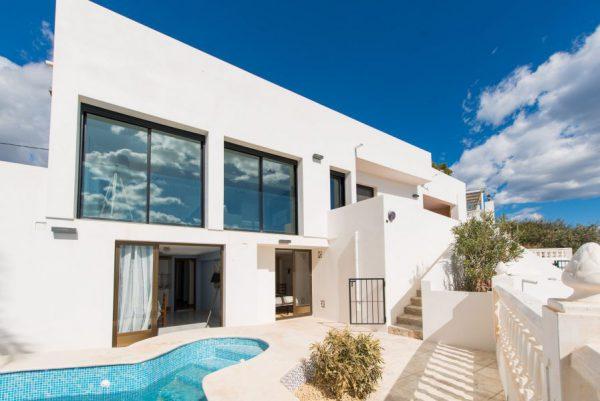 10 7 1 600x401 - Imagina vivir en esta casa con acceso directo a una cala paradisíaca de la Costa Blanca