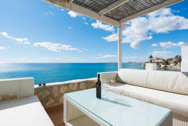 10 8 2 600x401 - Imagina vivir en esta casa con acceso directo a una cala paradisíaca de la Costa Blanca