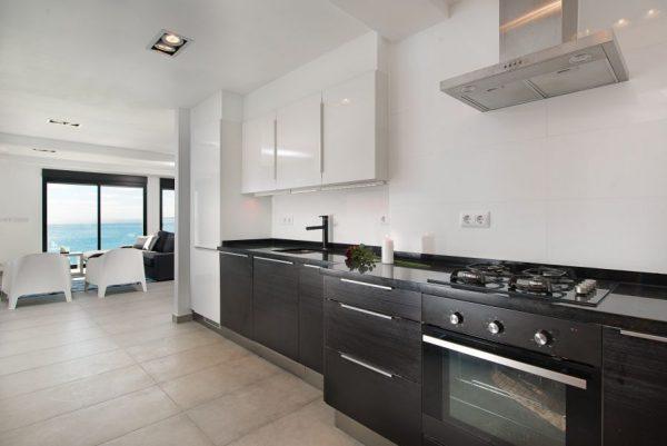 10 9 1 600x401 - Imagina vivir en esta casa con acceso directo a una cala paradisíaca de la Costa Blanca