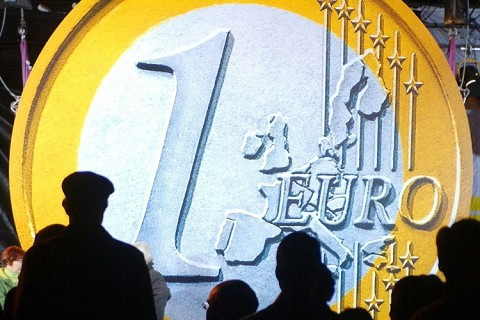 100511 - La Bolsa española registra la mayor subida de su historia con un 14,43%