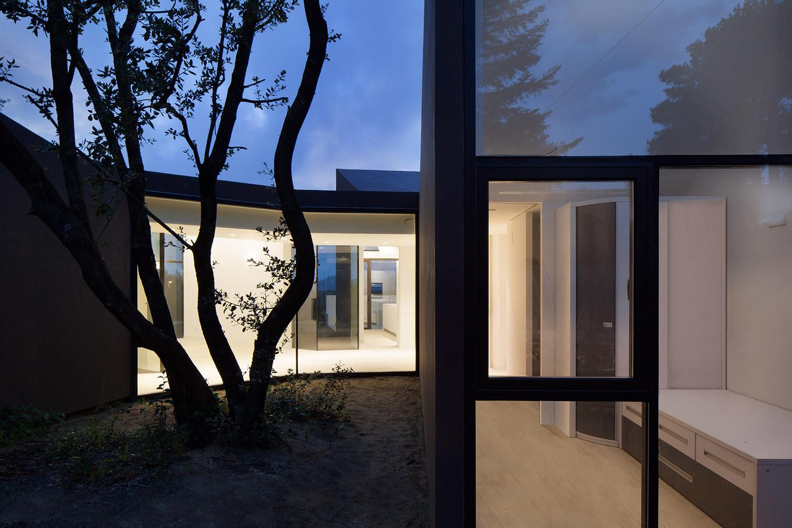 1029 - Diseño tentacular y luminoso ambiente minimalista en Castellcir, Barcelona