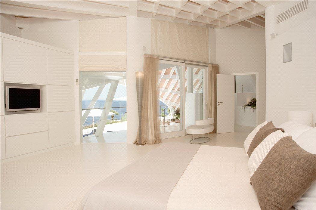 11 15 - Espectacular villa en Puerto de Andratx (Mallorca), con un fantástico diseño de gaviota