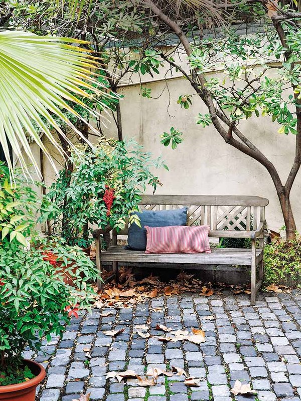 1122 - Preciosa casa con un romántico patio ajardinado en pleno corazón de Madrid