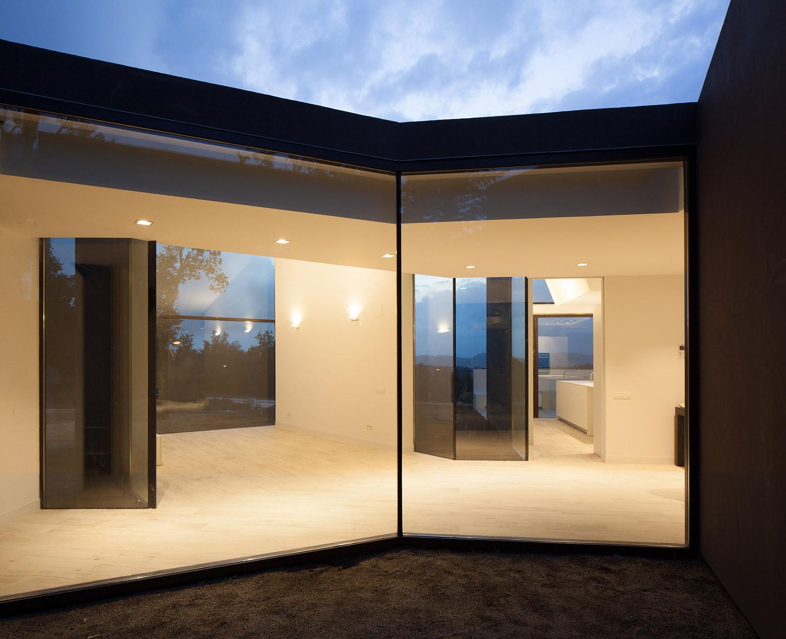 1133 - Diseño tentacular y luminoso ambiente minimalista en Castellcir, Barcelona