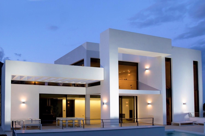 """12 14 - """"La perla del Mediterráneo"""": Diseño blanco sobre el mar en Morro de Toix, Altea (Costa Blanca)"""