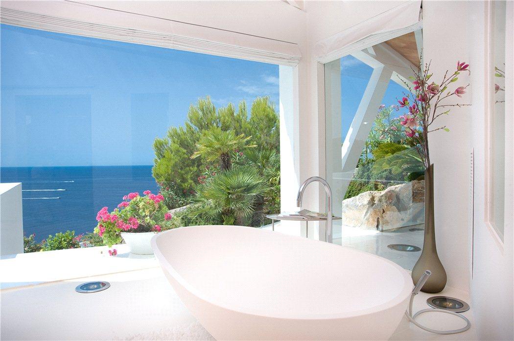 12 15 - Espectacular villa en Puerto de Andratx (Mallorca), con un fantástico diseño de gaviota