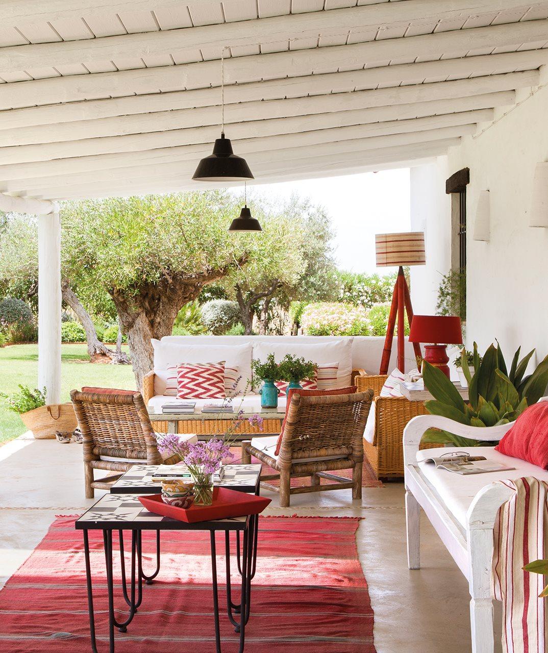 12 6 - Toque de encanto y color en Carmona (Sevilla): una casa entre olivos para alargar el verano