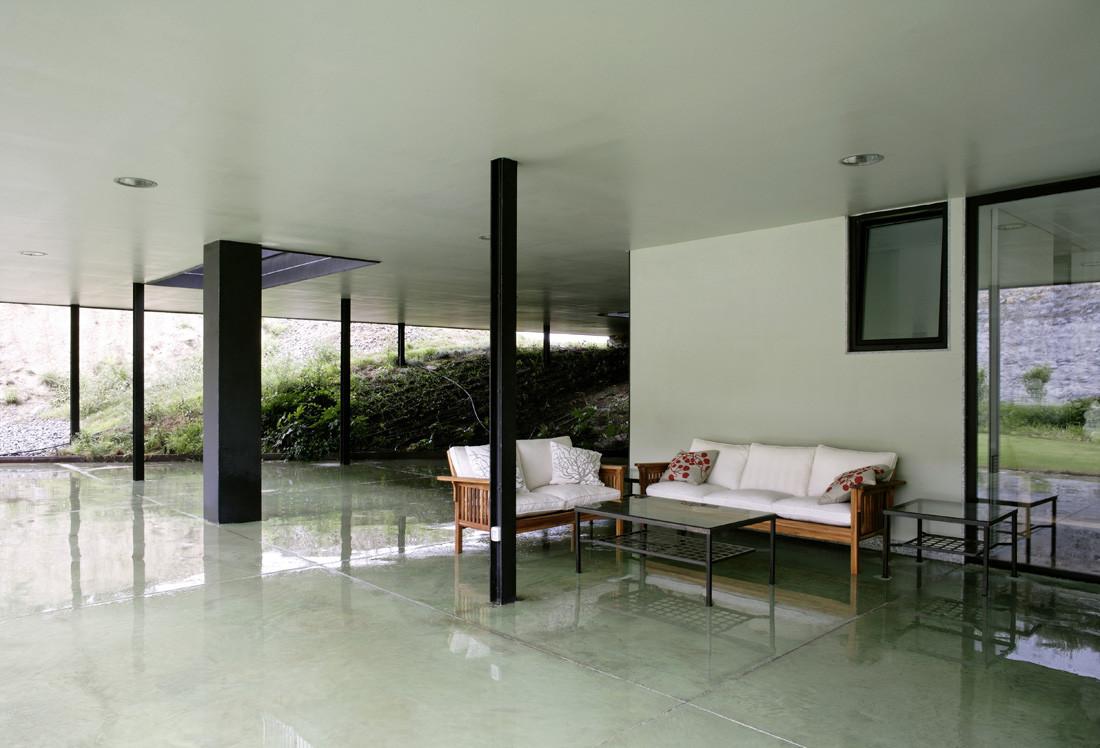 """12 porche - Casa Os: """"Techo verde"""" en el Cantábrico en busca de olas, viento y mar (Loredo, Cantabria)"""