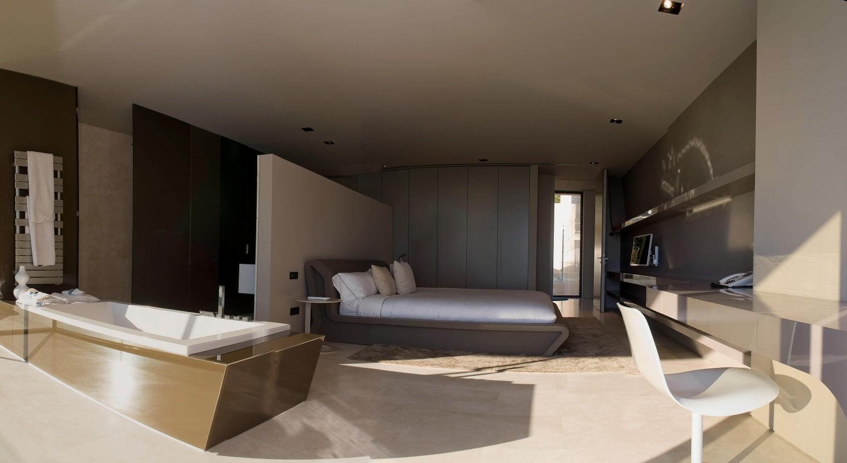 1223 - Espectacular, imponente y lujosa casa de diseño en Puerto Banús (Marbella, Costa del Sol)