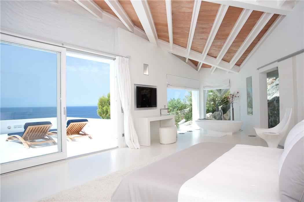 13 12 - Espectacular villa en Puerto de Andratx (Mallorca), con un fantástico diseño de gaviota