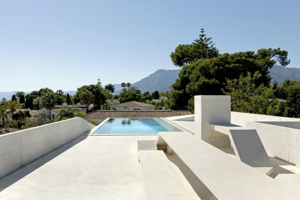 135 - Genial casa en Marbella y una espectacular piscina transparente en el techo para disfrutar