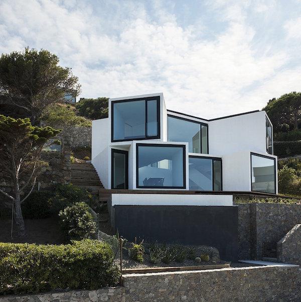 """138 - """"Casa Girasol"""" en Costa Brava, o las múltiples y geniales vistas entre la montaña y el mar"""