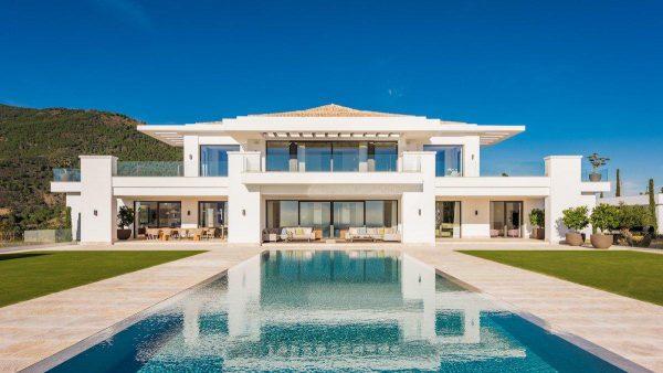 14132 2022382 foto 084753 600x338 - Arte, diseño y unas impresionantes vistas unidos en esta villa en Benahavís (Málaga)