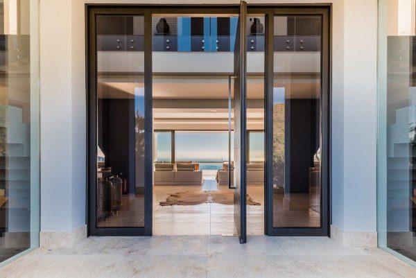 14132 2022382 foto 451837 600x401 - Arte, diseño y unas impresionantes vistas unidos en esta villa en Benahavís (Málaga)