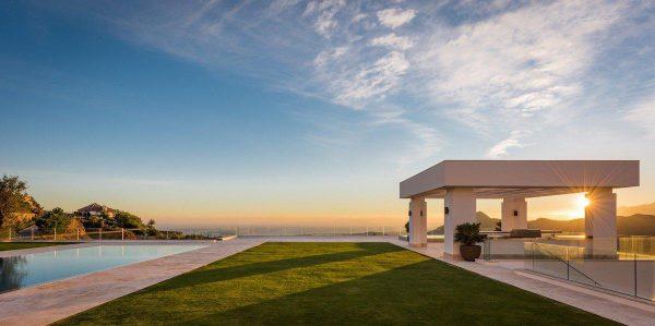 14132 2022382 foto 745405 600x299 - Arte, diseño y unas impresionantes vistas unidos en esta villa en Benahavís (Málaga)