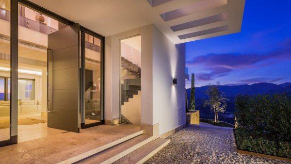 14132 2022382 foto 945860 600x338 - Arte, diseño y unas impresionantes vistas unidos en esta villa en Benahavís (Málaga)