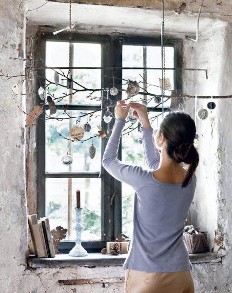 143f07a60a01149de81453a0118993fe e7a3d57b 1587x2000 476x600 - Ideas para decorar tus ventanas en Navidad
