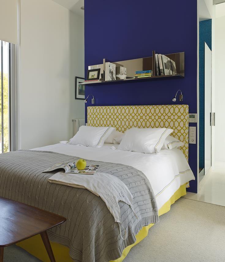 15 12 - Casa de blanco y azul en Cala Carbó, Ibiza: serena belleza abierta al Mediterráneo