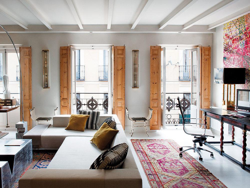 150 - Precioso piso reformado en Madrid: toque ecléctico lleno de luz, arte y decoración
