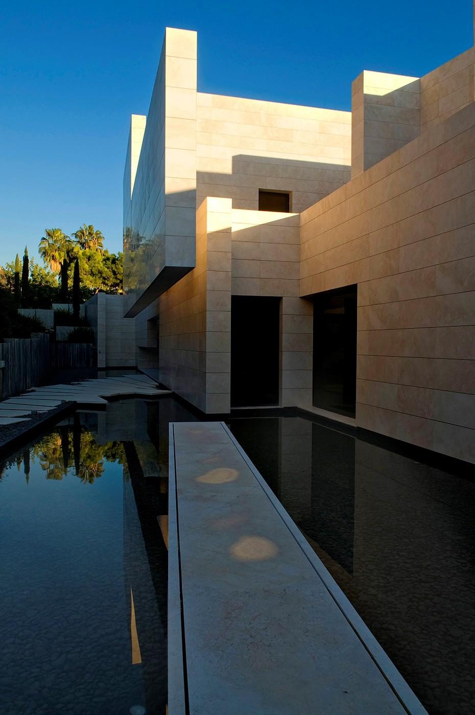 1510 - Espectacular, imponente y lujosa casa de diseño en Puerto Banús (Marbella, Costa del Sol)