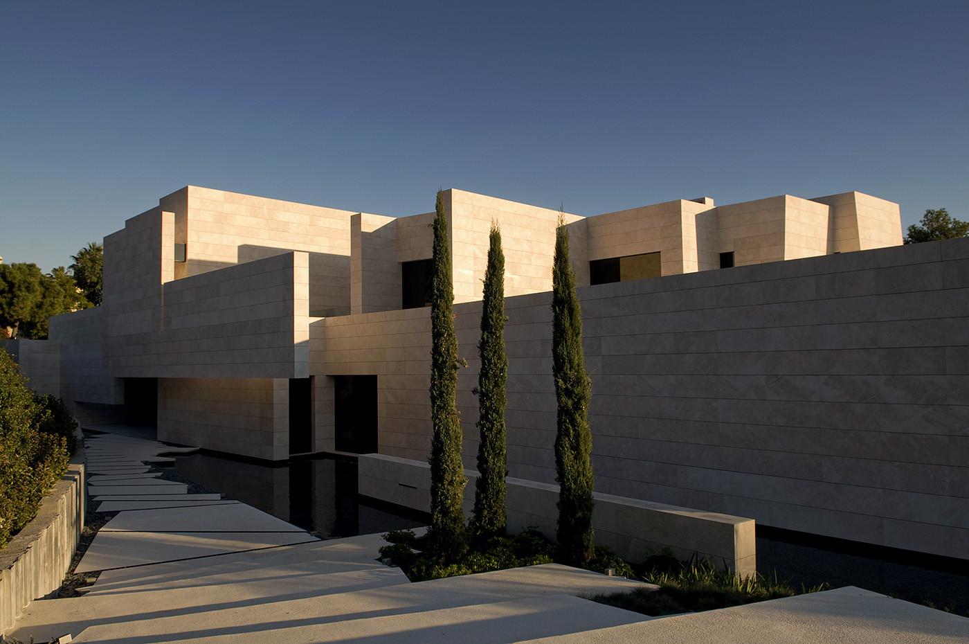 166 - Espectacular, imponente y lujosa casa de diseño en Puerto Banús (Marbella, Costa del Sol)