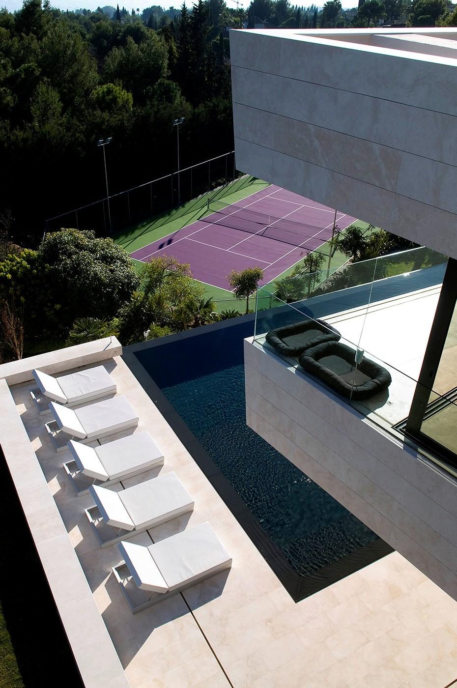 172 - Espectacular, imponente y lujosa casa de diseño en Puerto Banús (Marbella, Costa del Sol)