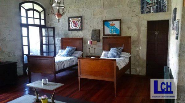 174337 1221622 foto54765792 600x336 - Vivir como reyes en un castillo del siglo XVIII en Finisterre, Galicia
