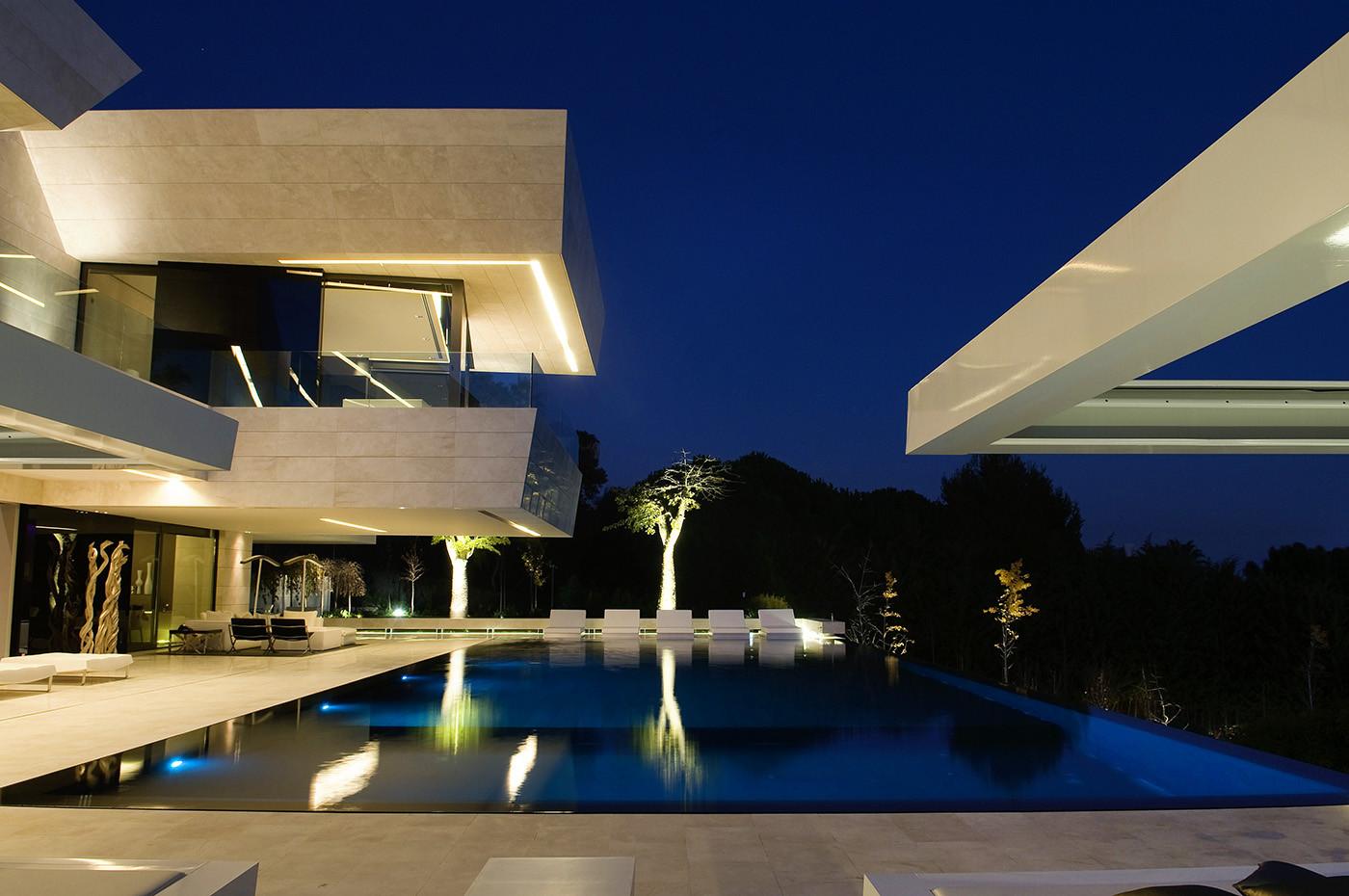 181 - Espectacular, imponente y lujosa casa de diseño en Puerto Banús (Marbella, Costa del Sol)
