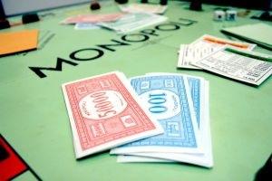 188636 monopoli - Los bancos intentan vender su cartera inmobiliaria a fondos extranjeros