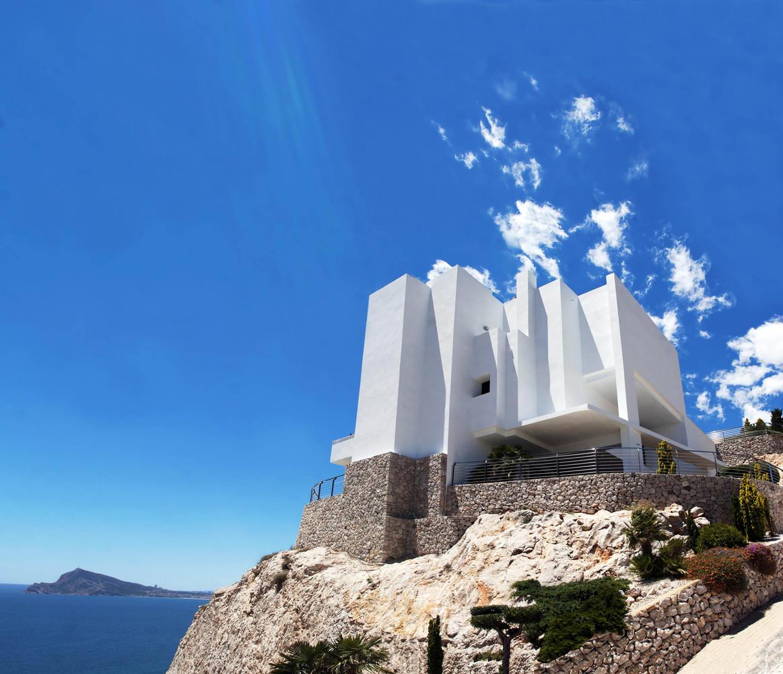 """2 16 - """"La perla del Mediterráneo"""": Diseño blanco sobre el mar en Morro de Toix, Altea (Costa Blanca)"""