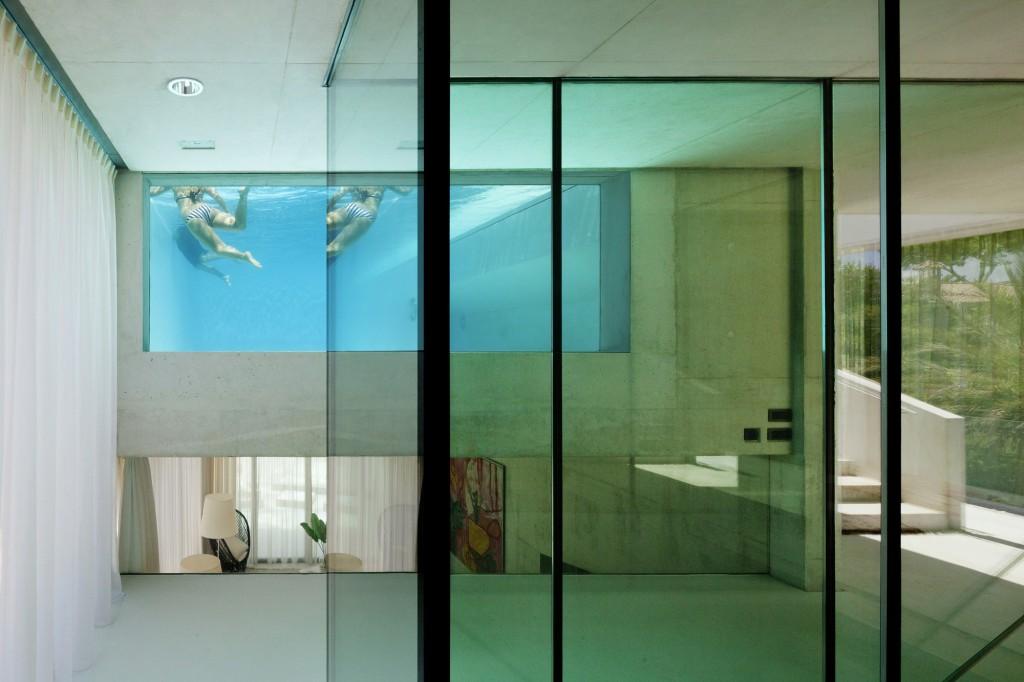 214 - Genial casa en Marbella y una espectacular piscina transparente en el techo para disfrutar