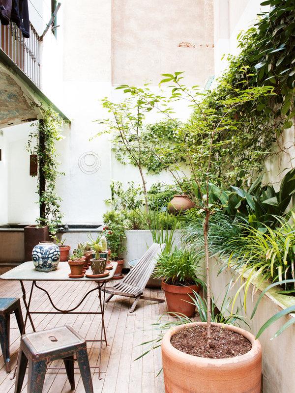 223 - Toque cosmopolita y un patio interior encantador en un piso en el Gòtic de Barcelona