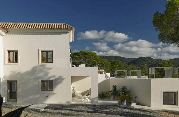 23742 2072457 foto 965577 600x394 - Desde esta villa en Ibiza podrás admirar la increíble belleza de la isla