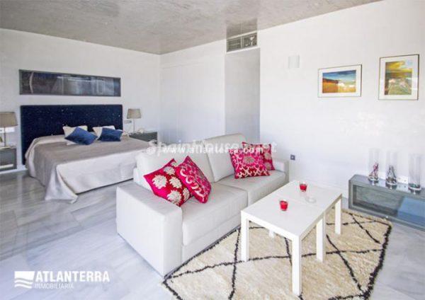 25885350 1577985 foto42081231 600x424 - Para los amantes de Cádiz, moderna villa de estilo contemporáneo en Zahara de los Atunes