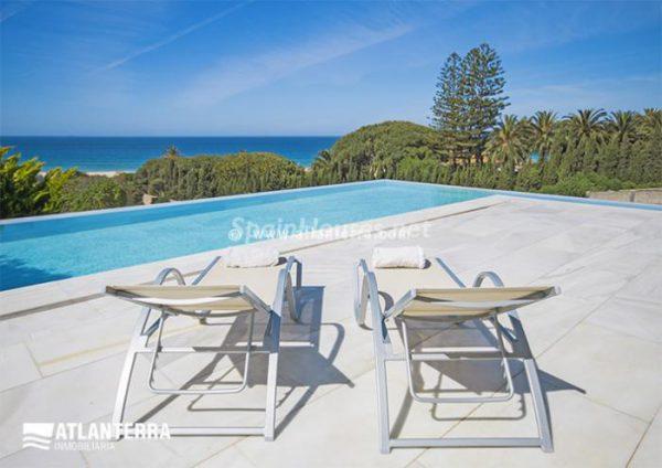 25885350 1577985 foto42081240 600x424 - Para los amantes de Cádiz, moderna villa de estilo contemporáneo en Zahara de los Atunes