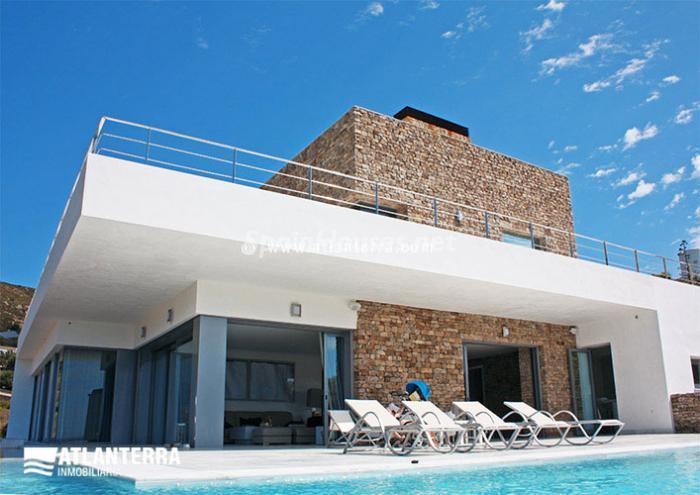 Para los amantes de Cádiz, moderna villa de estilo contemporáneo en Zahara de los Atunes